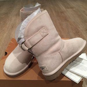 NIB Remora Ugg short boots w/buckle Creamy White 5